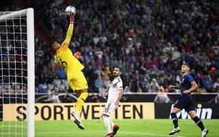 Αποδοκιμάστηκε ο Γκουντογκάν (στο κέντρο) τη στιγμή της αλλαγής του, στον αγώνα της πρεμιέρας μεταξύ Γερμανίας και Γαλλίας.