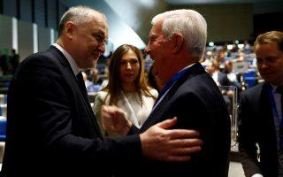 Ο πρόεδρος του WADA, Κρεγκ Ρίντι (δεξιά) με τον ομόλογό του στον ρωσικό οργανισμό αντιντόπινγκ, Γιούρι Γκάνους. Η μεταστροφή του παγκόσμιου οργανισμού υπέρ της Ρωσίας ξεσήκωσε θύελλα αντιδράσεων.