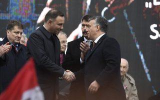 Ο Πρόεδρος της Πολωνίας, Αντρέι Ντούντα (αριστερά) με τον Ούγγρο πρωθυπουργό, Βίκτορ Ορμπαν.