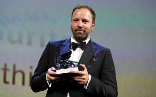 Ο Αργυρός Λέων σκηνοθεσίας και το Μεγάλο Βραβείο της επιτροπής της Βενετίας για τον Γιώργο Λάνθιμο, ο οποίος συνεχίζει τη διεθνή καριέρα του με διαρκώς μεγαλύτερες επιτυχίες.