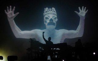 Τη συναυλία των Chemical Brothers εκτιμάται ότι παρακολούθησαν πάνω από 6.000 θεατές.