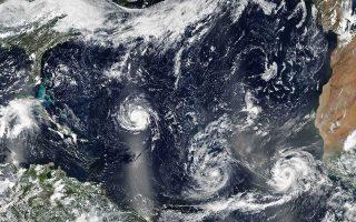 Ο τυφώνας «Φλόρενς», καθώς και οι «Αϊζακ» - «Ελέιν» που τον ακολουθούν στον Ατλαντικό, αναμένεται να πλήξουν τα παράλια των ΗΠΑ και τις Μικρές Αντίλλες.