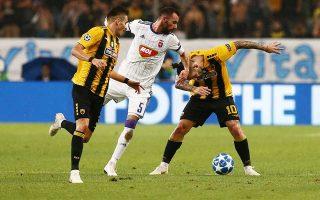 Οι δύο παίκτες της ΑΕΚ τιμωρήθηκαν με πρόστιμο 40.000 ευρώ για την αποβολή τους στον αγώνα με τη Βίντι στο ΟΑΚΑ.