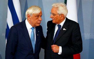 Ο κ. Παυλόπουλος με τον Ιταλό ομόλογό του κ. Ματαρέλα, στη Λετονία.