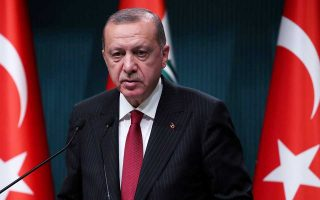 Ο Ερντογάν δεσμεύθηκε πως θα ολοκληρωθούν όσα έργα έχουν ήδη δρομολογηθεί κατά 70%-80%, όπως και «ορισμένες έκτακτες και αναγκαστικές επενδύσεις».
