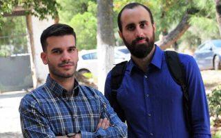 Την υπεράσπιση των δικαιωμάτων στον ψηφιακό κόσμο του Ιντερνετ επέλεξαν ως πεδίο δράσης τους οι Στέφανος Βιτωράτος και Κώστας Κακαβούλης (δεξιά), οι οποίοι, μαζί με τέσσερις ακόμη νέους νομικούς, προχώρησαν στην ίδρυση της Homo Digitalis. Είναι η πρώτη και μοναδική στην Ελλάδα ΜΚΟ που έχει ως επίκε-ντρο δράσης την υπεράσπιση των δικαιωμάτων των ανθρώπων που χρησιμοποιούν το Διαδίκτυο.