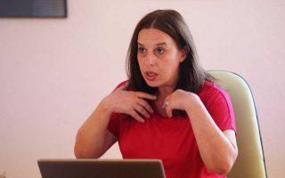 Η καθηγήτρια Φιλοσοφίας και Σπουδών Φύλου στα Σκόπια Κατερίνα Κολόζοβα τονίζει πως «η ανησυχία μας ήταν πάντα ότι η αλλαγή του ονόματος θα διαγράψει την εθνική ταυτότητα και το έθνος».