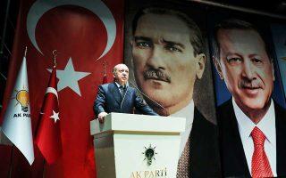Ο Ταγίπ Ερντογάν σε χθεσινή σύσκεψη στελεχών του κυβερνώντος κόμματος ΑΚΡ, στην Αγκυρα.