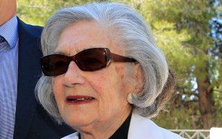 Η Λένα Τριανταφύλλη διακρινόταν για την αστική ευγένειά της.