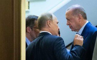 Ο Βλαντιμίρ Πούτιν υποδέχεται τον Ταγίπ Ερντογάν στο Σότσι της Μαύρης Θάλασσας. Το πρόβλημα του Ιντλίμπ κυριάρχησε στη χθεσινή συνάντηση των δύο ηγετών.