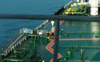 Παράγοντες της αγοράς πετρελαίου επισημαίνουν ότι η κλιμάκωση του σινοαμερικανικού εμπορικού πολέμου διαμορφώνει περιβάλλον μείωσης της παγκόσμιας ζήτησης και προεξοφλούν ότι οι τιμές θα υποχωρήσουν εκ νέου.