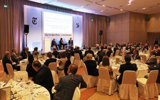 Η καταληκτική συνεδρία του Athens Democracy Forum με τους Ρότζερ Κόεν (αριστερά), Αλέξη Παπαχελά και Στίβεν Ντάνμπαρ - Τζόνσον (δεξιά).