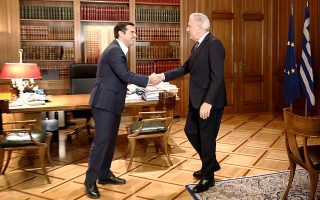 Τον Ευρωπαίο επίτροπο Μετανάστευσης Δημήτρη Αβραμόπουλο υποδέχθηκε χθες στο Μαξίμου ο πρωθυπουργός.