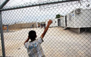 Συνολικά στην Ελλάδα βρίσκονται 3.280 ασυνόδευτα παιδιά, σύμφωνα με τα στοιχεία του Εθνικού Κέντρου Κοινωνικής Αλληλεγγύης.