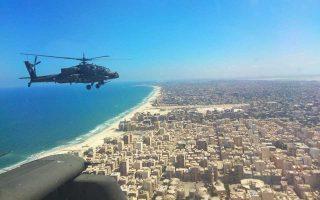 Επιθετικά ελικόπτερα AH-64 Apache της Ελληνικής Αεροπορίας Στρατού πετούν πάνω από τα περίχωρα της Αλεξάνδρειας. Αποτέλεσαν μέρος της σημαντικής ελληνικής συμμετοχής στην Πολυκλαδική Ασκηση «Bright Star '18» που διοργανώθηκε μεταξύ 7 και 20 Σεπτεμβρίου από την Αίγυπτο και την κεντρική διοίκηση των αμερικανικών ενόπλων δυνάμεων. Στην άσκηση συμμετείχαν, επίσης, τέσσερα ελληνικά F-16, η φρεγάτα «Λήμνος» και Ειδικές Δυνάμεις.