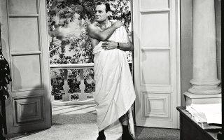 Ο Λάμπρος Κωνσταντάρας υποψήφιος βουλευτής (Ζάβαλος!) που πιάστηκε επ' αυτοφώρω με την ερωμένη του στη «Βίλα των Οργίων» (1964) του Ντίνου Δημόπουλου. (Αρχείο Finos Film)