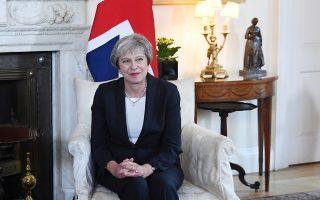 Η Τερέζα Μέι στην πρωθυπουργική κατοικία της Ντάουνινγκ Στριτ.