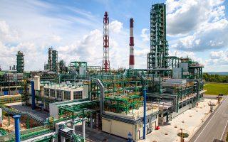 Στη Ρωσία είναι πολύ χαμηλό το κόστος εξόρυξης, οι εταιρείες επικεντρώνονται σε έργα στο εσωτερικό της χώρας, συγκεντρώνουν αποθέματα και προσφέρουν υψηλές αποδόσεις. Αναλυτές της αγοράς επισημαίνουν, όμως, ότι θα μπορούσαν να δεχθούν πλήγμα από ένα νέο κύμα οικονομικών κυρώσεων κατά της χώρας τον Νοέμβριο.