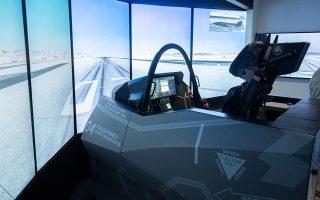Ο εξομοιωτής πτήσεως του μαχητικού F-35 προσέφερε στους επισκέπτες της ΔΕΘ μια μοναδική εμπειρία απόδρασης στους αιθέρες.