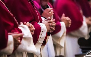 Συνάντηση των καθολικών καρδιναλίων στη Γερμανία, κατά την οποία συζήτησαν το θέμα της σεξουαλικής κακοποίησης χιλιάδων θυμάτων από ιερείς και ζήτησαν συγγνώμη γι' αυτήν.