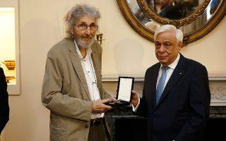 Ο ζωγράφος Σωτήρης Σόρογκας με τον Προκόπη Παυλόπουλο.