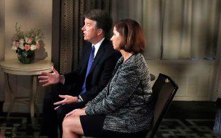Ο Μπρετ Κάβανο και η σύζυγός του Ασλεϊ σε συνέντευξη στο Fox News.