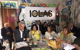 Από αριστερά, ο δήμαρχος της Αγίας Παρασκευής, η Ξανθίππη Χόιπελ, η Θούλη Μισιρλόγλου και η Μάρω Λάγια.