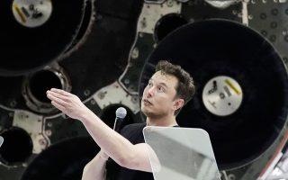 Στις 7 Αυγούστου, ο Μασκ είχε γράψει στο Twitter ότι θα εξαγοράσει τις μετοχές της Tesla όταν η τιμή τους φθάσει στα 420 δολάρια (εκείνη την ημέρα η τιμή ήταν γύρω στα 370 δολάρια) και ότι «είναι εξασφαλισμένη η χρηματοδότηση». Μερικές εβδομάδες αργότερα εγκατέλειψε το σχέδιο, δεδομένου ότι η εξαγορά των μετοχών θα κόστιζε περίπου 80 δισ. δολάρια και θα ήταν η μεγαλύτερη στην ιστορία.