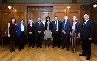 Από αριστερά: Τατιάνα Μαρκάκη, Μάρθα Τριανταφύλλου, Αρν. Βαν Χέμερτ, Κων. Μαζαράκης-Αινιάν, Μαρία Μπολέτση, Ε. Οικονόμου, Φρ. Βίερμαν, Κάρεν Μάεξ, Δ. Χρονόπουλος.