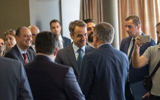 Σύμφωνα με την Πειραιώς, οι προτάσεις του κ. Μητσοτάκη είναι «άμεσα εφαρμόσιμες, κοστολογημένες και αφορούν το σύνολο των Ελλήνων» (φωτ. από πρόσφατη συνάντηση με φορείς της Μακεδονίας).