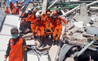 stoys-832-oi-nekroi-meta-ton-ischyro-seismo-kai-to-tsoynami-stin-indonisia-2275491