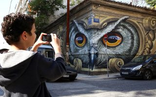 Μεταξουργείο. Το εντυπωσιακό γκράφιτι του street artist Wild Drawing. Τυχόν επανασχεδιασμός των ανοικτών δημόσιων αστικών χώρων θα ξαναφέρει κοντά τους κατοίκους της πόλης (και τους χιλιάδες επισκέπτες της, που συνεχώς αυξάνονται).
