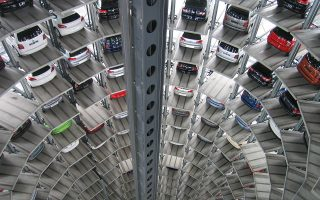 Κατά περίπου 50% αυξήθηκαν οι πωλήσεις αυτοκινήτων τον φετινό Αύγουστο σε σχέση με τον περυσινό.