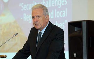Ο Επίτροπος Μετανάστευσης, Εσωτερικών Υποθέσεων και Ιθαγένειας της Ευρωπαϊκής Ένωσης Δημήτρης Αβραμόπουλος μιλά  στην  συνεδρίαση της επιτροπής CIVEX , Παρασκευή 21 Σεπτεμβρίου 2018. Πραγματοποιείται σε κεντρικό ξενοδοχείο από την ΚΕΔΕ και την Ευρωπαϊκή Επιτροπή των Περιφερειών διήμερη συνεδρίαση στην Αθήνα (20 και 21 Σεπτεμβρίου) με αντικείμενο το ρόλο των Τοπικών και Περιφερειακών αρχών σε ζητήματα που σχετίζονται με την ασφάλεια και το μεταναστευτικό. ΑΠΕ-ΜΠΕ/ΑΠΕ-ΜΠΕ/Παντελής Σαίτας