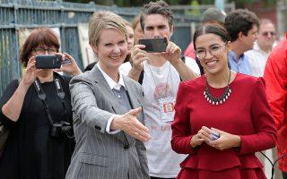 Η Σίνθια Νίξον (αριστερά) και η Αλεξάντρια Οκάσιο-Κορτέζ έφεραν στο πολιτικό προσκήνιο των Δημοκρατικών μια σειρά από προοδευτικά ζητήματα.