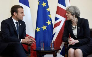 oyden-scholio-apanta-to-parisi-sti-mei-gia-brexit0