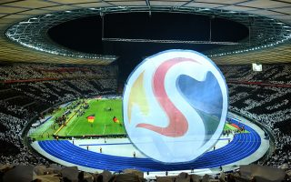 ARCHIVO - Foto del 27 de marzo de 2018 con el logo de la Eurocopa 2024 previo al partido amistoso entre Alemania y Brasil en el Estadio Olimpico de Berlin.(Serene Stache/dpa via AP)