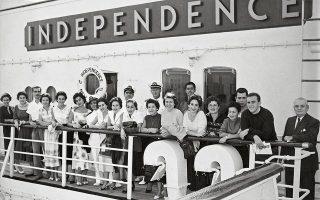 Υπότροφοι Fulbright καταφθάνουν το 1955 στη Νέα Υόρκη με το πλοίο «Independence». © Panourgia-Pipinopoulou Archives