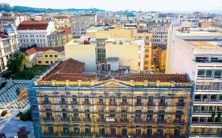 Το κτίριο, στη φωτογραφία όπως φαίνεται από το ξενοδοχείο «Τιτάνια», μελετήθηκε, κατασκευάστηκε μεταξύ 1915 και 1925 και λειτουργούσε έως το 1967.