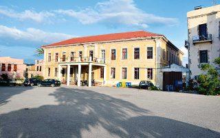 Το εικονιζόμενο κτίριο της Μεραρχίας ανήκει στο Πολυτεχνείο Κρήτης.