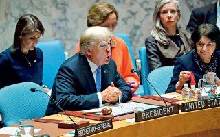 Ο Ντόναλντ Τραμπ ασκεί την προεδρία του Συμβουλίου Ασφαλείας του ΟΗΕ. Από το βήμα του διεθνούς οργανισμού, ο Αμερικανός πρόεδρος κατηγόρησε την Κίνα ότι επιχειρεί να προκαλέσει την ήττα του Ρεπουμπλικανικού Κόμματος στις ενδιάμεσες αμερικανικές εκλογές του Νοεμβρίου. «Δεν θέλουν να κερδίσουμε γιατί είμαι ο πρώτος πρόεδρος όλων των εποχών που τα βάζει με την Κίνα σε εμπορικά ζητήματα», ισχυρίστηκε ο Τραμπ.