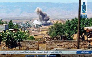 Κορυφώνεται η ανησυχία για το Ιντλίμπ, τελευταίο μεγάλο θύλακο των αντικαθεστωτικών στη βορειοδυτική Συρία, όπου συνεχίζονται οι βομβαρδισμοί του συριακού στρατού και της ρωσικής αεροπορίας. Τελευταία ελπίδα αποτροπής των χειρότερων θεωρείται η αυριανή σύνοδος κορυφής Ρωσίας - Τουρκίας - Ιράν, στην Τεχεράνη. Στη φωτογραφία, σκηνή από βομβαρδισμό στο χωριό Αλ Σαχάν.