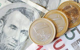 Η αντίδραση των αγορών ήταν αρνητική στην ανακοίνωση της Ιταλίας. Το ευρώ δέχθηκε ισχυρές πιέσεις, υποχωρώντας κάτω από το 1,1600 δολ. την Παρασκευή, πρώτη φορά από τα μέσα Σεπτεμβρίου, καταγράφοντας πτώση 1,4% σε διάστημα μόλις δύο ημερών.