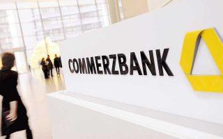 Στη Γερμανία η μετοχή της Commerzbank έκλεισε με άνοδο 2,4% χάρη στη φημολογία για συγχώνευσή της με την Deutsche Bank.