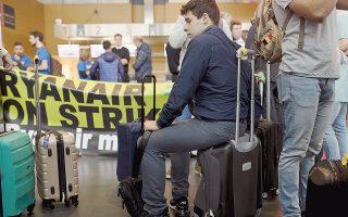 «Η διοίκηση της Ryanair δεν ενδιαφέρεται για εμάς», δήλωσε ο Χουάν Φερνάντεθ, πρώην υπάλληλος της εταιρείας, ο οποίος συμπαραστεκόταν στους απεργούς της Ryanair στο αεροδρόμιο Σαρλερουά των Βρυξελλών. Τα πανό έγραφαν «Η Ryanair πρέπει να αλλάξει».