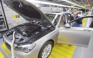 Η επενδυτική Bernstein εκτιμά πως οι πωλήσεις στην Κίνα έχουν συνεισφέρει περίπου 5,5 δισ. ευρώ στα κέρδη των BMW και Mercedes-Benz.