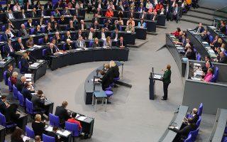 epa05643350 German Chancellor Angela Merkel (C) speaks during the Bundestag in Berlin, Germany, 23 November 2016. The debate on the 2017 budget continues in the German Bundestag.  EPA/KAY NIETFELD