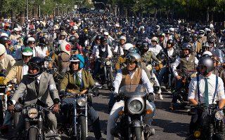 Χιλιάδες καλοντυμένοι μοτοσικλετιστές παρελαύνουν κάθε χρόνο στο Distinguished Gentleman's Ride