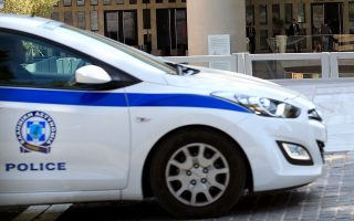 Περιπολικό της Αστυνομίας  έξω από το Μουσείο της Ακρόπολης την Παρασκευή 9 Μαΐου 2014. Φάρσα αποδείχτηκε τελικά το τηλεφώνημα για τοποθέτηση βόμβας στο Μουσείο της Ακρόπολης. Το Μουσείο εκκενώθηκε για λίγη ώρα, ενώ ερευνήθηκε από άνδρες του τμήματος Εξουδετέρωσης Εκρηκτικών Μηχανισμών, οι οποίοι δεν εντόπισαν τίποτα ανησυχητικό. ΑΠΕ-ΜΠΕ/ΑΠΕ-ΜΠΕ/Παντελής Σαΐτας