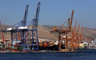 Πλοίο φορτωμένο κοντέινερ στο λιμάνι του Πειραιά, στην εμπορευματική ζώνη, Πειραιάς, Τετάρτη 20 Σεπτεμβρίου 2017. ΑΠΕ-ΜΠΕ/ΑΠΕ-ΜΠΕ/ΟΡΕΣΤΗΣ ΠΑΝΑΓΙΩΤΟΥ